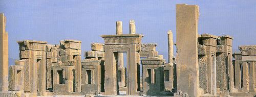 Persepolis: Ruinen des Palasts von Dareios I. (Quelle: Wikipedia)
