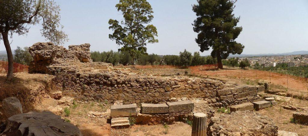Ausgrabung auf dem Stadthügel des antiken Sparta (mit freundl. Dank an www.ploync.de)